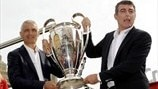 Fabrizio Ravanelli and Gianluca Pagliuca bring the silverware to Bologna