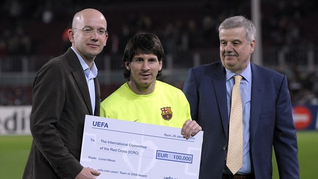 Messi receives cheque for ICRC