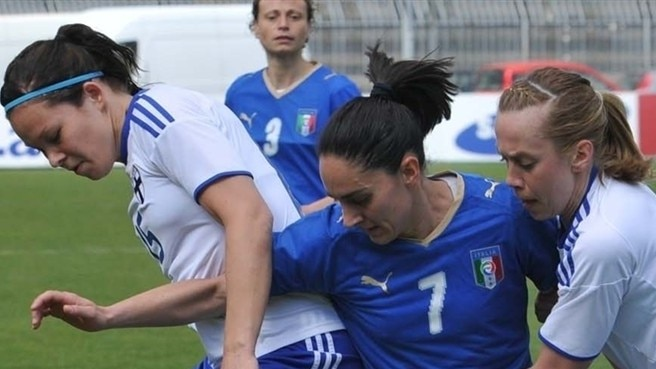 Finland hold Italy as England win