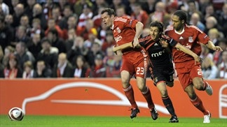 Pablo Aimar (SL Benfica), Glen Johnson & Jamie Carragher (Liverpool FC)