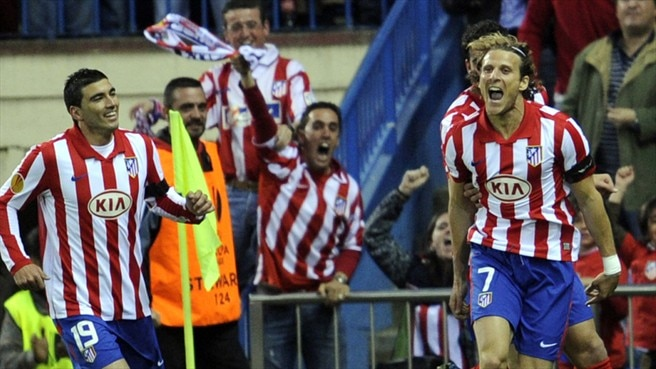 Forlán pounces to hand Atlético the edge