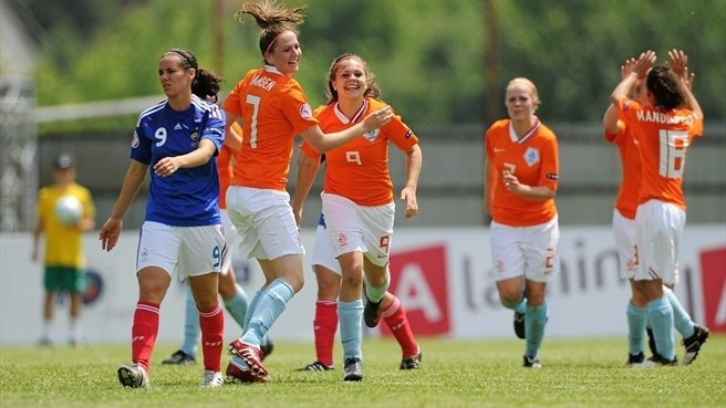 Netherlands lay down marker as France falter