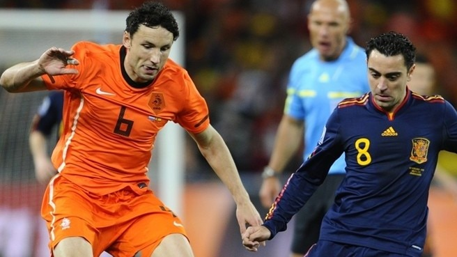 Mark van Bommel (Netherlands) & Xavi Hernández (Spain)