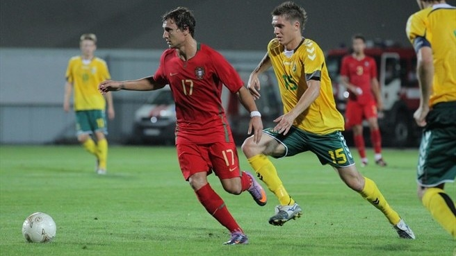 Ukra keeps Portugal hanging on