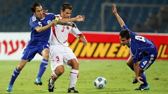 Benayoun treble sinks Malta