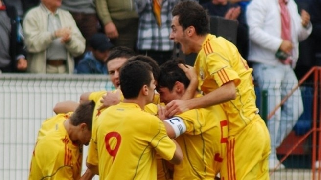 Play-offs within sight for Romania