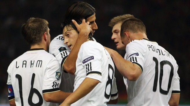 Lahm ensures Germany enjoy home comforts