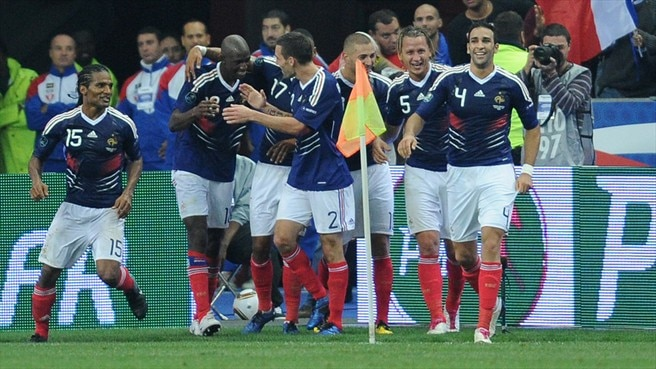 Clichy basks in France's late flourish in Paris