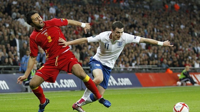 Montenegro frustrate England to stay top