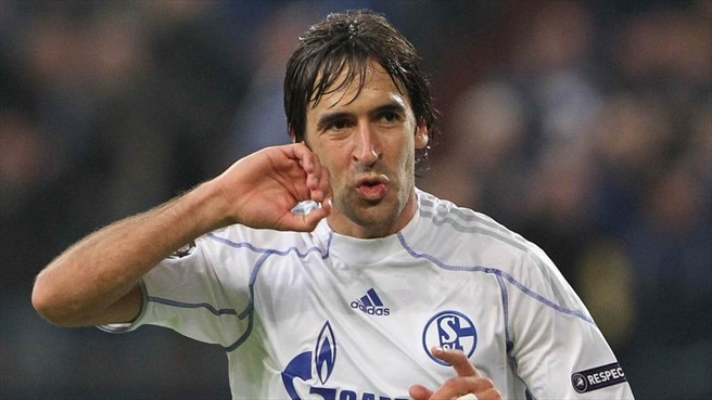 Lyon stand in Schalke's path