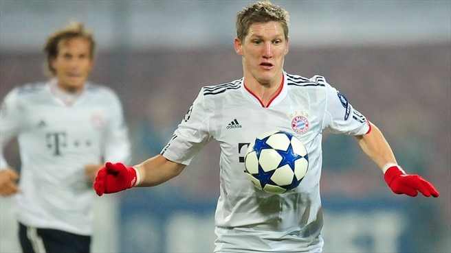 Schweinsteiger takes lead as Bayern march on