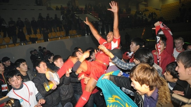 Fans roar Kairat to futsal finals