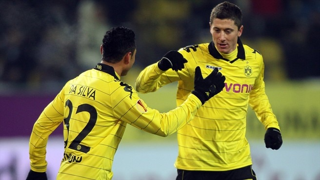 Bender relieved as Dortmund set up Seville decider