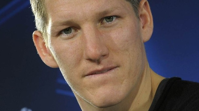 Schweinsteiger signs on at Bayern until 2016