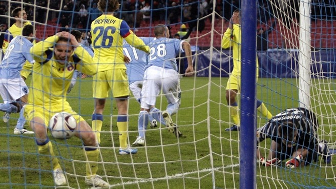 Cavani catapults Napoli past stunned Steaua
