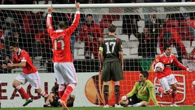 Benfica battle back to edge ahead of Stuttgart