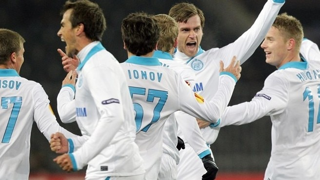 Zenit on the defensive in long-haul top flight