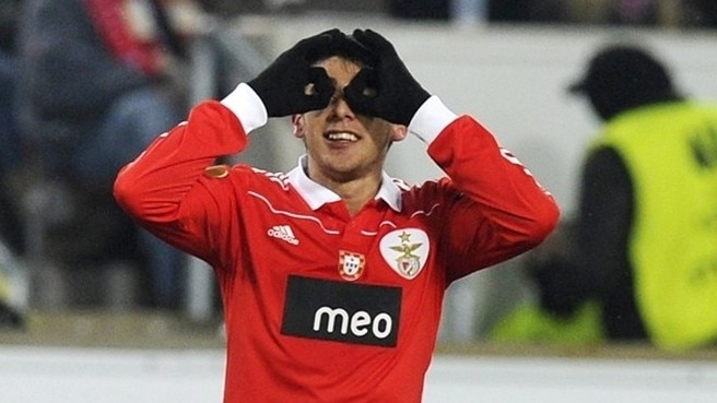 Benfica make it 16 in a row at Stuttgart