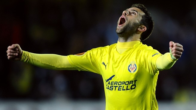 Rossi on the spot as Villarreal down Zaragoza