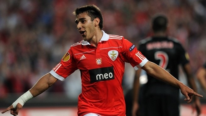 Benfica's Salvio sidelined by broken foot