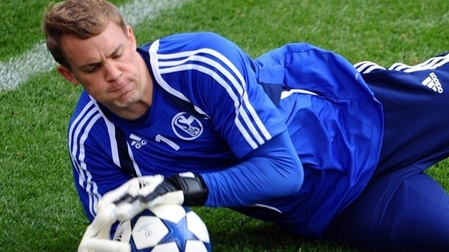 Neuer scaling the heights with Schalke