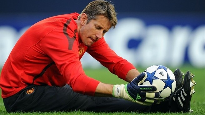 Cool Van der Sar savours final straight