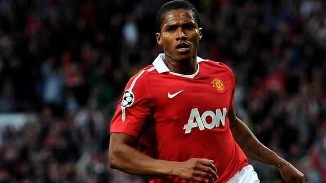 Valencia strikes new deal at Old Trafford