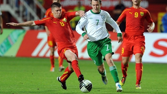 Aiden McGeady (Republic of Ireland) & Velice Sumulikoski (Macedonia)