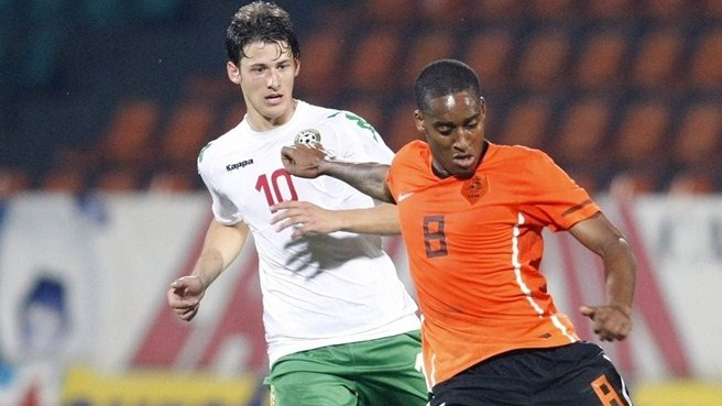 Netherlands make winning start in Bulgaria