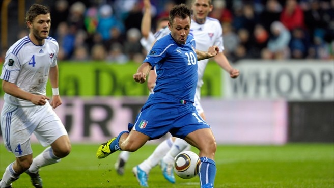 Cassano downs Faroes to leave Italy on the brink