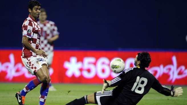 Eduardo double against Israel sends Croatia top