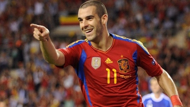 Negredo seizes spotlight as Spain qualify