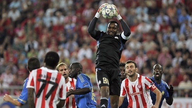 Olympiacos win no shock for OM's Mandanda