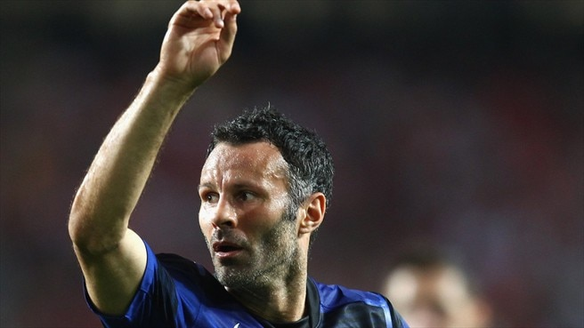Evergreen Giggs helps United make their point