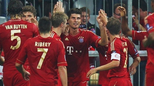 Gomez at double as Bayern flex muscles against City