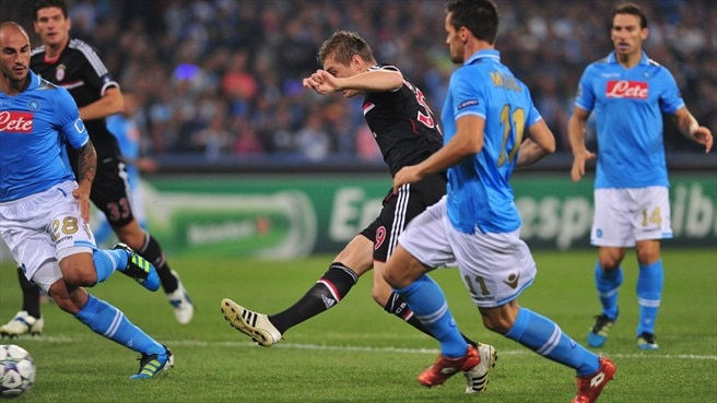 Napoli hang on to make their point against Bayern