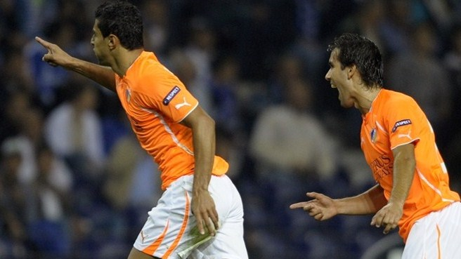 Porto draw keeps APOEL on top