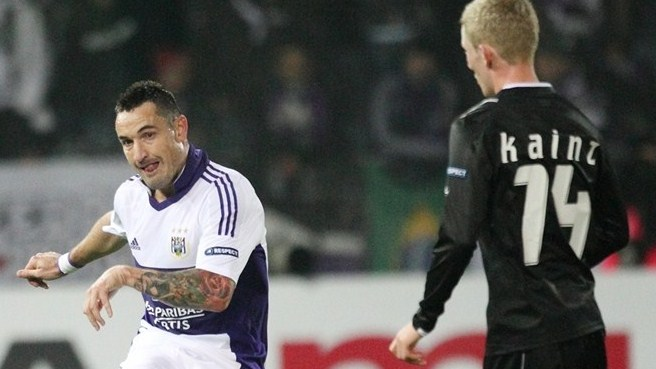 Anderlecht stay perfect against ten-man Sturm