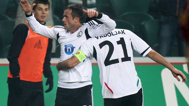 Radović helps send Legia into round of 32