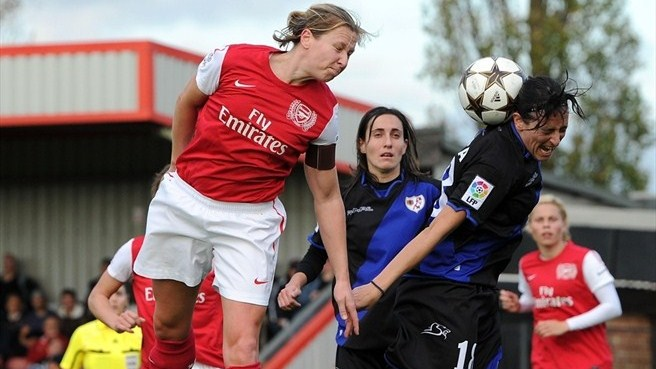 Jayne Ludlow (Arsenal LFC) & Anita (Rayo Vallecano de Madrid)