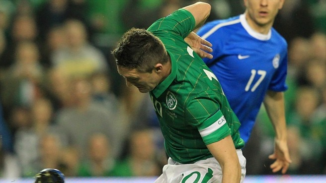 Robbie Keane (Republic of Ireland) & Pavel Londak (Estonia)