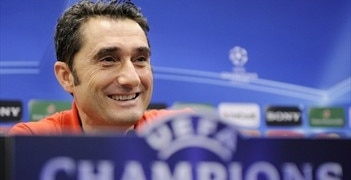 Ernesto Valverde will lead Valencia into the UEFA Champions League knockout stages