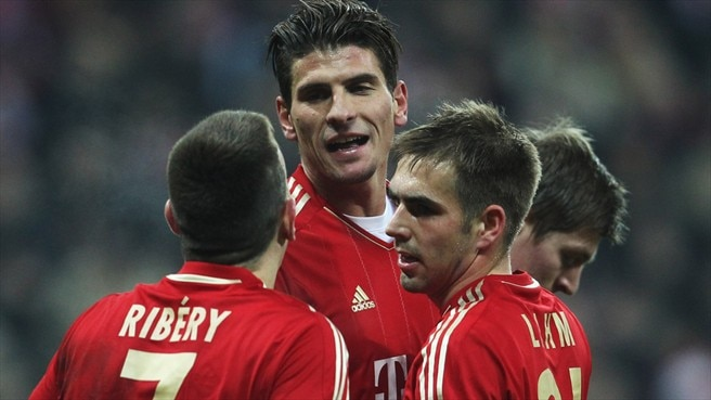 Heynckes happy as Bayern cruise through