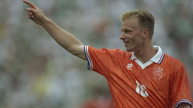 Bergkamp strikes as Oranje edge out Scotland