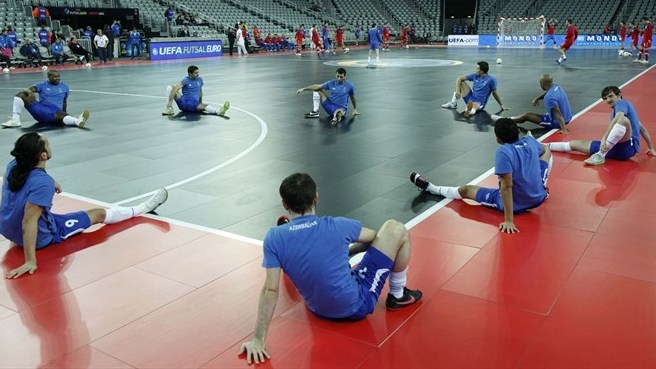 Azerbaijan and Serbia warm up