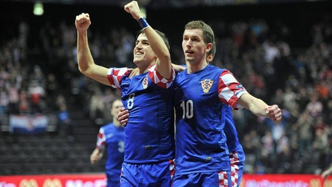 Croatia sew up Group A with thrilling Czech win