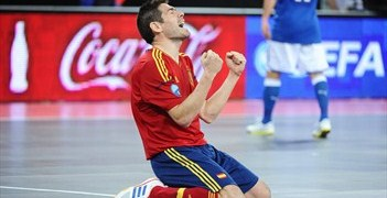 Kike celebrates reaching the Futsal EURO final earlier this year