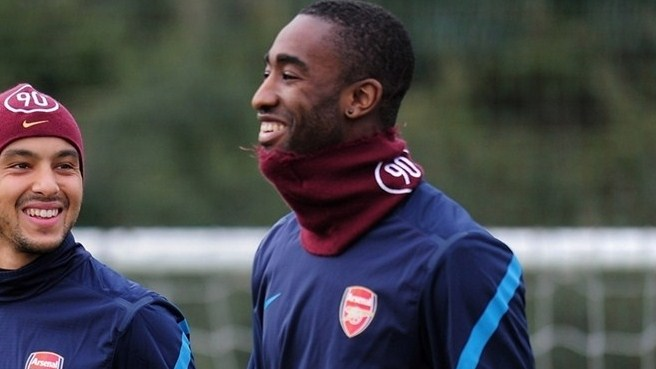 Arsenal loan Djourou to Hannover
