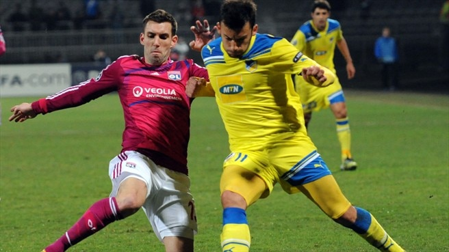 APOEL suffer double injury blow