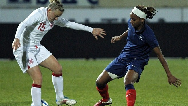 Laura Bassett (England) & Élodie Thomis (France)